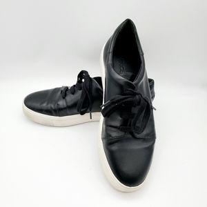 Vince size 7.5 black leather shoes